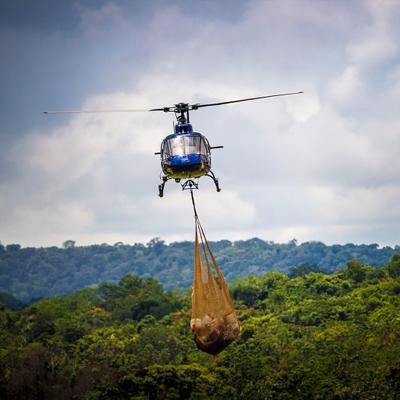 Hélicoptère en mission de ravitaillement © Aurélien Brusini
