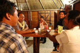 Séminaire dédié à la charte à Awala-Yalimapo en mars 2009 © Gilles Couëron / PAG