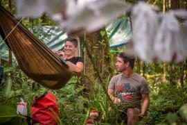 Moment de pause au campement. Copyright © Aurélien BRUSINI
