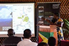 Odacy Davis, Deputy Commissioner of the Protected Areas Commission, explaining how the Protected Areas of Guyana are managed. © Claudia Berthier PAG