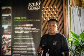 15.Aïmawale Opoya, craftsman from Taluen (French Guiana) and active participant in the recognition of the Maraké ritual (Maraké Project), presenting the various actions being carried out in Taluen to promote transmission of the Wayana's living cultural heritage © Claudia Berthier PAG