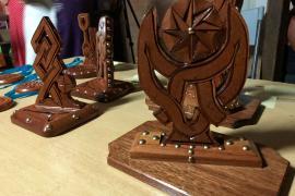 Des trophées réalisés par Carlos Adaoudé ont fait le bonheur des vainqueurs © C Berthier PAG